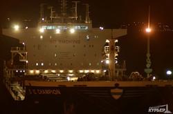В Одессе переименовали либерийский балкер, стоящий у причалов морского вокзала (ФОТО)
