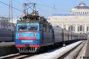 Новогодние поезда из Одессы - на Кривой Рог и Ужгород