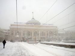 Поезда и междугородние автобусы из Одессы не отправляются: снег (ФОТО)