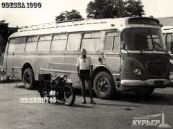 В Одессе продают раритетный автобус - на металлолом (ФОТО)