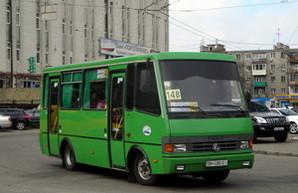 На городских маршрутах Одессы работает нелегальный перевозчик