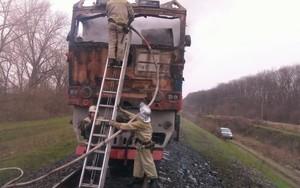 """У пассажирского поезда """"Одесса - Киев"""" загорелся локомотив"""
