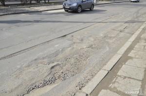 Самые убитые одесские дороги обещают отремонтировать до 1 мая