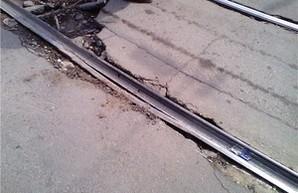 В Одессе около Дюковского парка пришли в негодность трамвайные пути (ФОТО)