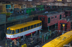 Старые трамваи из Риги красят в цвета одесского флага (ФОТО)