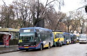 """На одесских маршрутах появились маленькие автобусы """"Неоплан"""" из французского Авиньона (ФОТО)"""