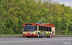 """В Кривом Роге начались испытания """"автономного"""" троллейбуса с дизель-генератором (ФОТО)"""