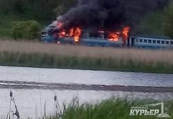 Пассажирский дизель-поезд сгорел в Винницкой области (ФОТО)
