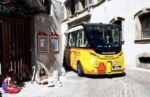 Электробусы без водителя уже перевозят пассажиров в Швейцарии