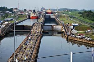 После почти десятилетней реконструкции возобновилось судоходство по Панамскому каналу (ВИДЕО)