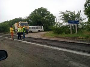 Омелян хочет допустить к ремонту дорог иностранные компании