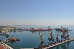 Одесский порт впервые за полвека грузит одновременно три танкера (ФОТО)