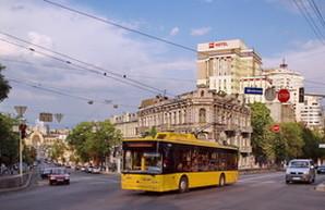 Киев хочет купить 100 троллейбусов и 100 автобусов