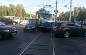 За один день аварии трижды блокировали движение трамваев в Одессе