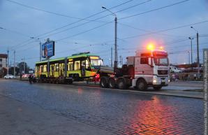 """Во Львов привезли еще два новых трамвая """"Электрон"""" (ФОТО)"""
