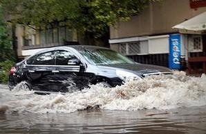 Непогода парализовала движение транспорта по всей Одессе (ФОТО)