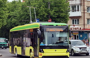 """Из-за жалобы завода """"ЛАЗ"""" тендер на покупку 7 троллейбусов для Хмельницкого отменили"""
