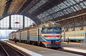 Украинские железные дороги понемногу ремонтируют электрички и дизель-поезда
