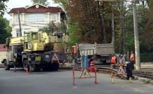 Одесские трамваи временно не доходят до 16-й станции Фонтана из-за ремонта путей (ФОТО)