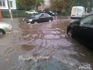Одна из главных проблем украинских дорог – отсутствие ливневок