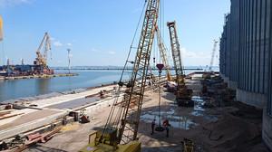 В Одесском порту продолжается строительство причала (ФОТО)
