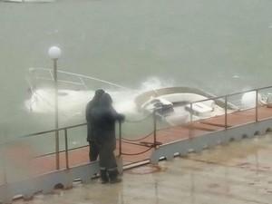 "Затонувшую яхту ""Артемида"" подняли со дна"