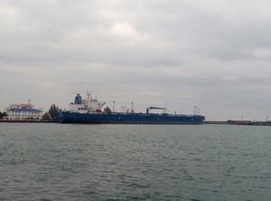 В Одесском порту выгружают танкер с транзитной нефтью на Беларусь