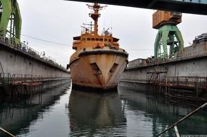 На Одесском судоремонтном заводе ремонтируют океанский спасательный буксир