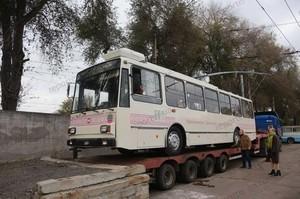 """В Запорожье привезли первые троллейбусы """"Шкода"""" (ФОТО)"""