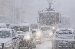 """""""Укравтодор"""" просит граждан присылать фотографии дорог общего пользования, где затруднен проезд"""