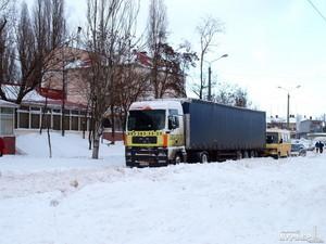 """Водителей грузовиков могут штрафовать за движение в непогоду с """"лысой"""" резиной"""