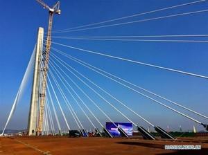 В Китае построили самый широкий вантовый мост с односторонним пилоном в мире