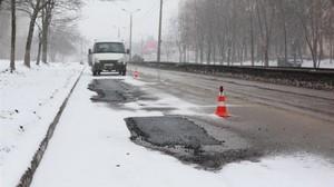 Омелян распорядился временно прекратить ремонт дорог