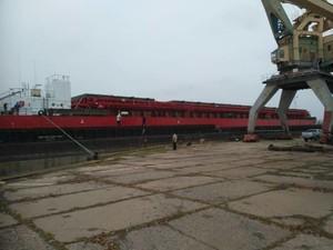 На Килийский судоремонтный завод зашла 120-метровая баржа (ФОТО)