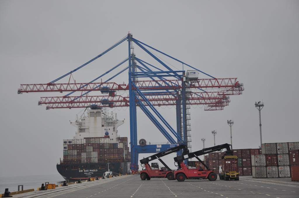 В одесском порту обработали два контейнеровоза длиной более 260 метров каждый