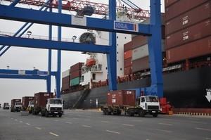 В одесском порту одновременно обработали два контейнеровоза (ФОТО)