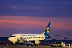 """Крупнейшая авиакомпания Украины пополнила свой флот очередным подержанным """"Боингом-737"""""""