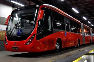 30-метровый автобус в Бразилии перевозит более 300 пассажиров
