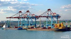 Под занавес 2016 года порт Южный существенно сокращает объем перевалки грузов