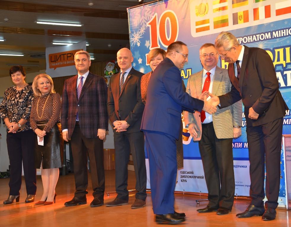 Средства, собранные на дипломатической ярмарке в Одессе, направят на приобретение медоборудования
