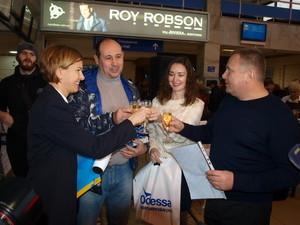 В Одессе проводили миллионного воздушного пассажира в этом году (ФОТО)