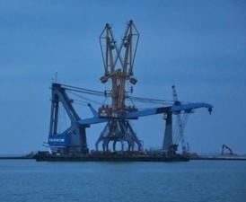 """В морском порту """"Южный"""" ведутся работы по продлению плавпричала ПП-7"""