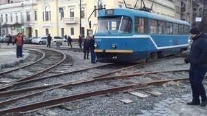 На реконструированные пути на Тираспольской площади впервые выехал трамвай (ФОТО)