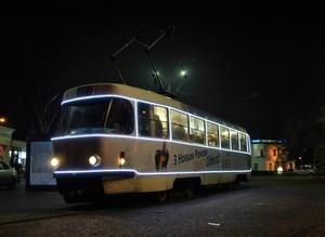 По Одессе уже ездят новогодние трамваи и троллейбусы (ФОТО)