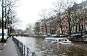 Городской транспорт Амстердама переведут на безналичный проезд к 2018 году