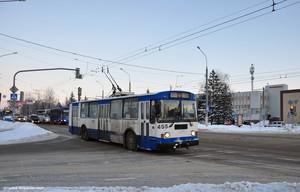 В российских Таганроге и Белгороде уничтожают троллейбус (ФОТО)