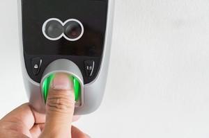 В Великобритании тестируют продажу железнодорожных билетов с применением биометрических технологий