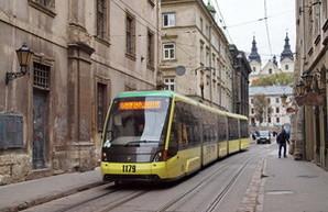 Сегодня в трамваях и троллейбусах Львова запустили электронные билеты