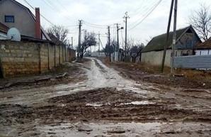 """Дорог нет: В Николаеве """"скорую помощь"""" пришлось вытаскивать из грязи военной техникой (ФОТО)"""