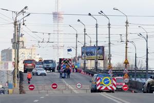 На аварийный Шулявский путепровод вновь запустили общественный транспорт